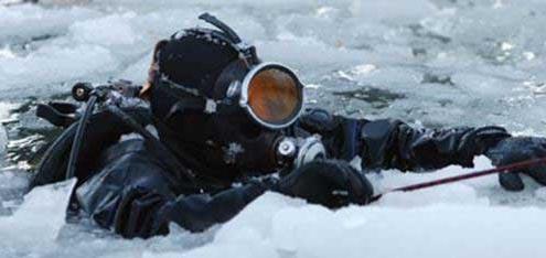 غواصی در یخ
